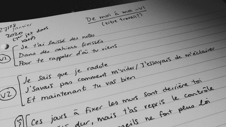 Texte écrit à la main dans un cahier.