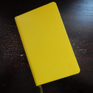 Cahier de poche jaune